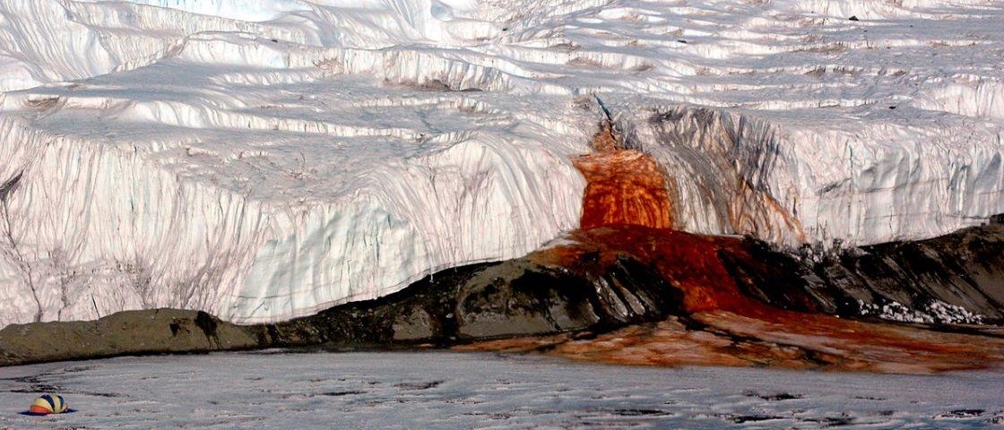 Mistério das cachoeiras de sangue da Antártida foi finalmente solucionado