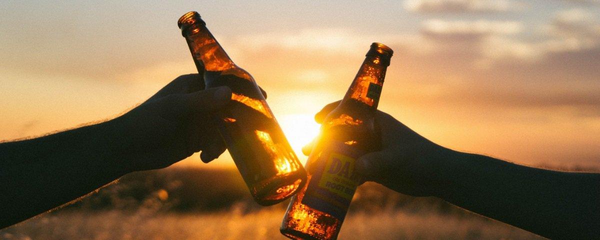 Você sabe por que a maioria das garrafas de cerveja é marrom?