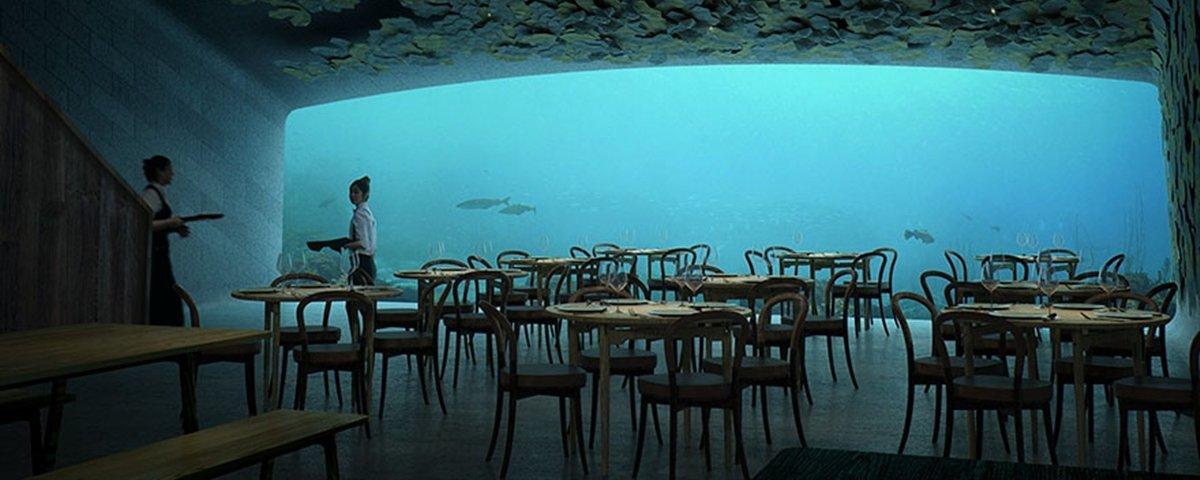 O restaurante em que você faz uma refeição enquanto observa o fundo do mar