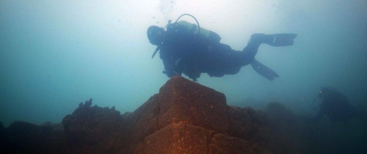 Descobriram um castelo misterioso submerso em lago na Turquia