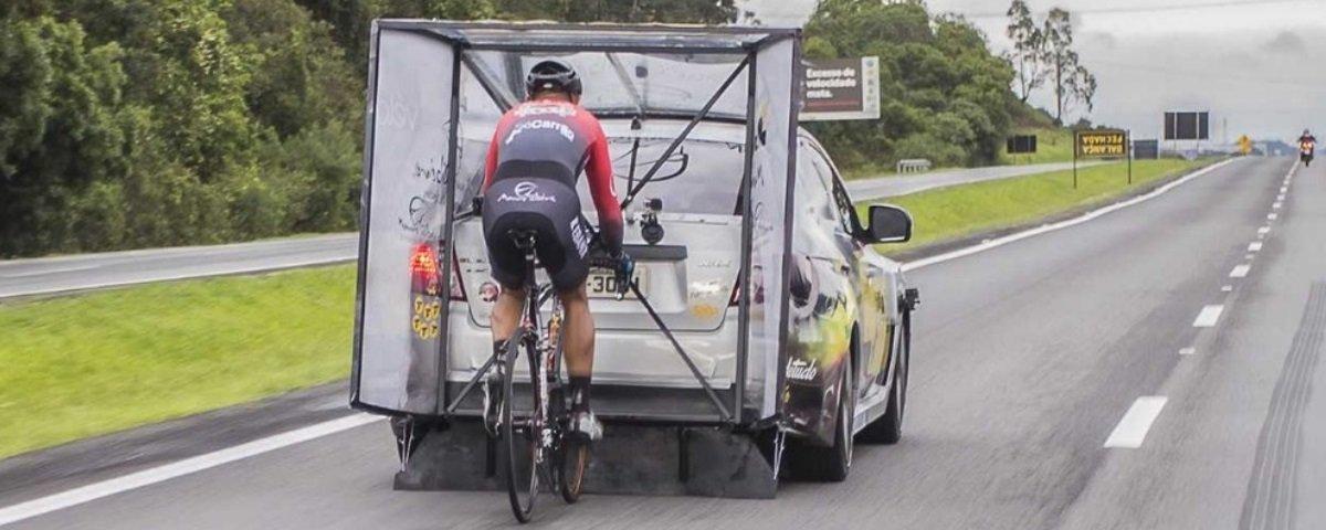 Ciclista brasileiro quebra recorde e pedala a 202 km/h – veja