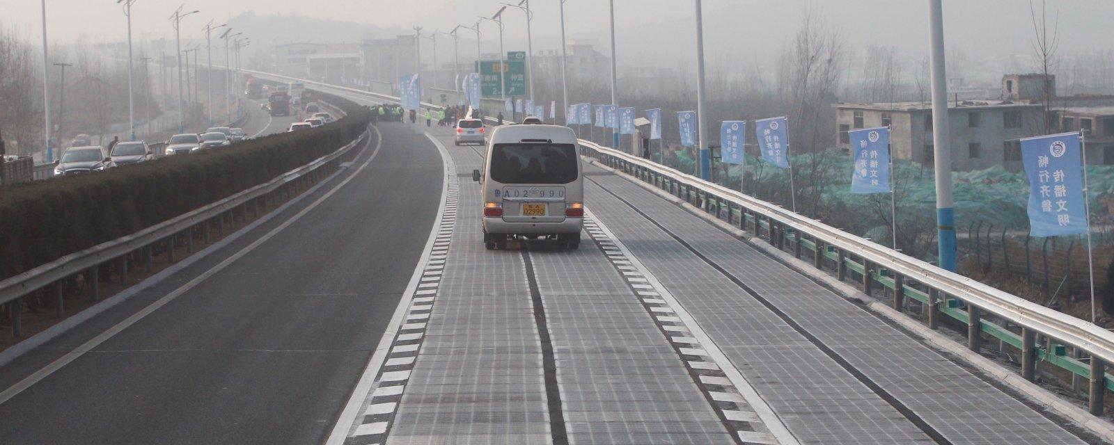 """Criminosos roubam pedaço de """"estrada solar"""" chinesa dias após inauguração"""