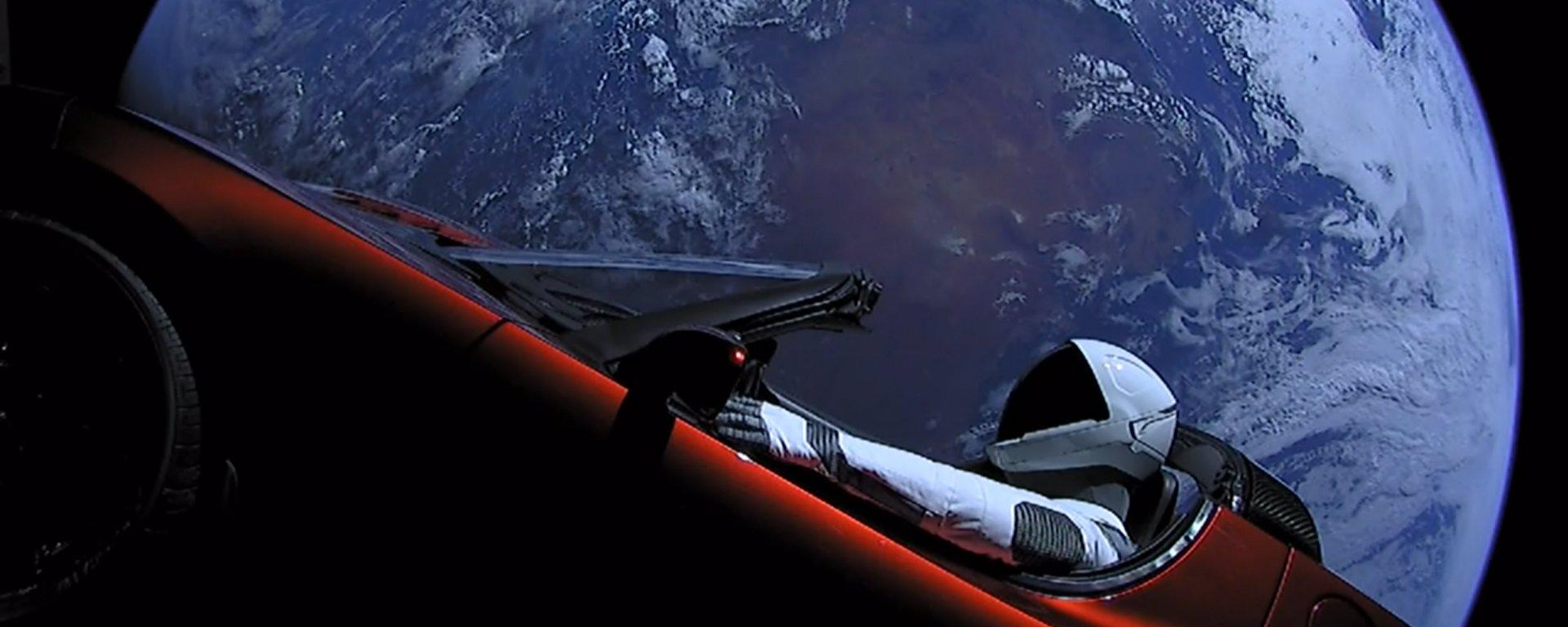 Carro espacial de Elon Musk tem 11% de chance de colidir com a Terra