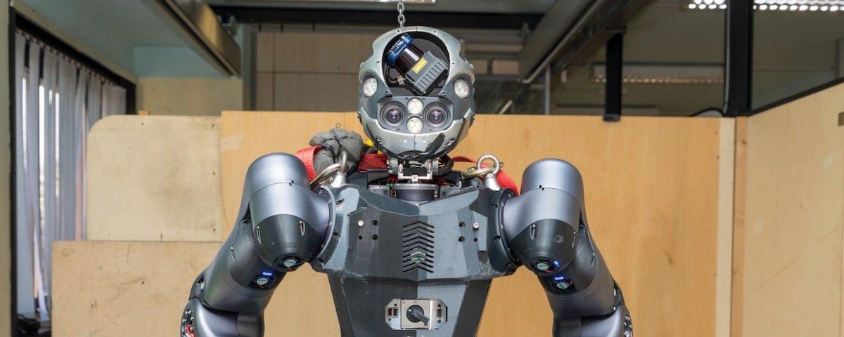 Conheça Walk-Man, o bombeiro robô