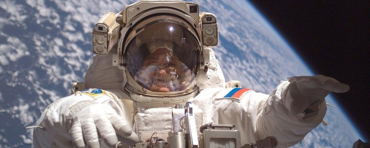 O primeiro homem a andar no espaço quase ficou por lá