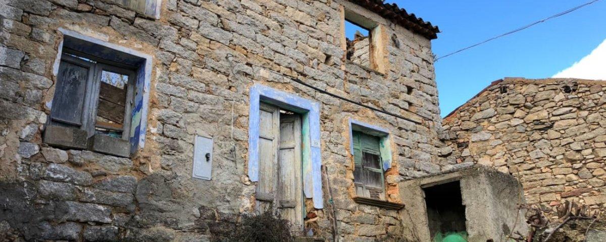 Vila italiana vende casas a 1 euro para não se tornar uma cidade-fantasma