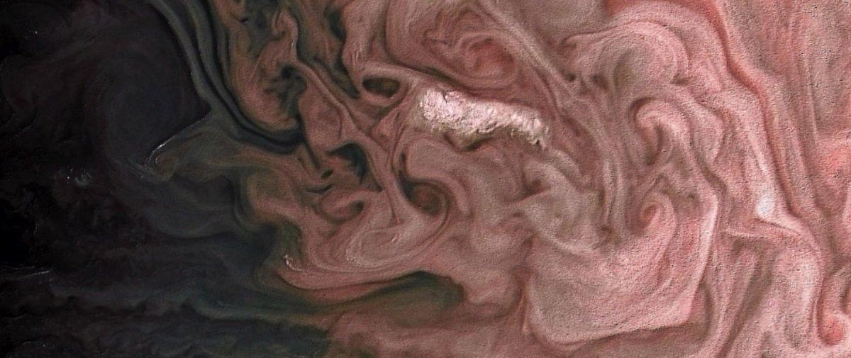 Pinceladas abstratas? Não! Essas formas rosadas são tempestades jupterianas