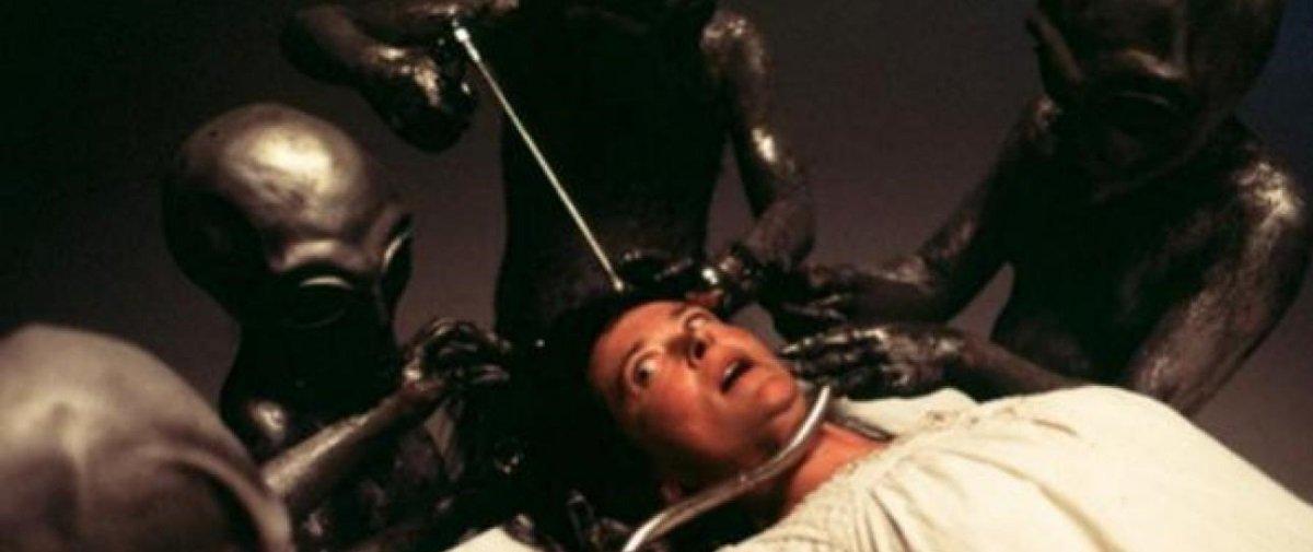 Sabe o que uma pessoa deve fazer para provar que foi abduzida por aliens?