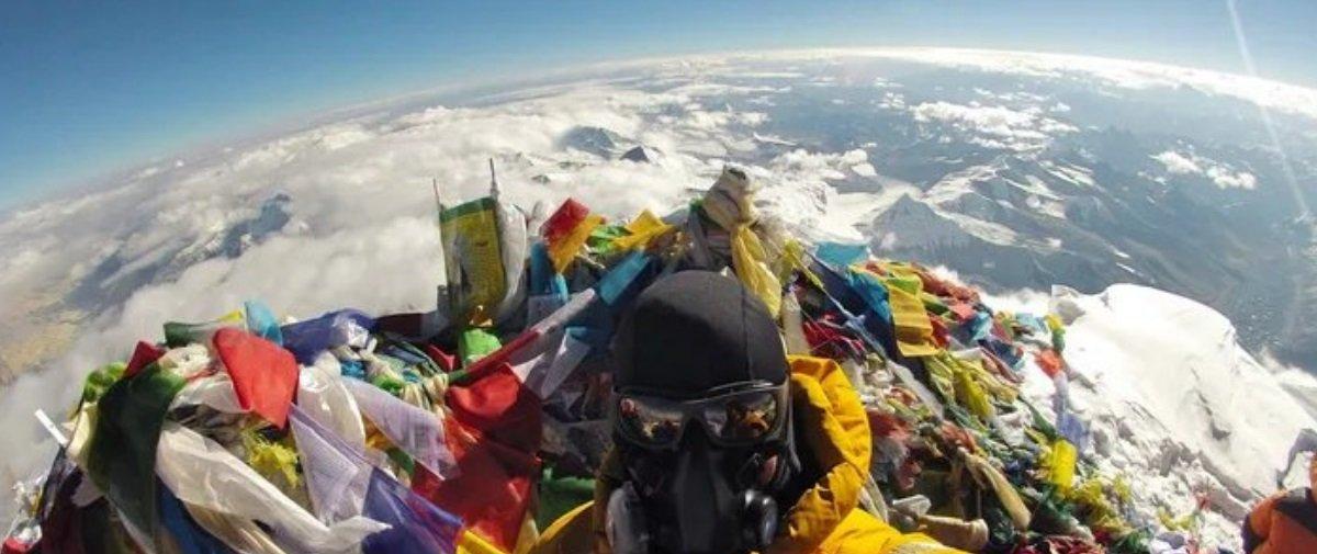 Quer zoar um terraplanista? Mostre esta selfie clicada no Everest a ele!