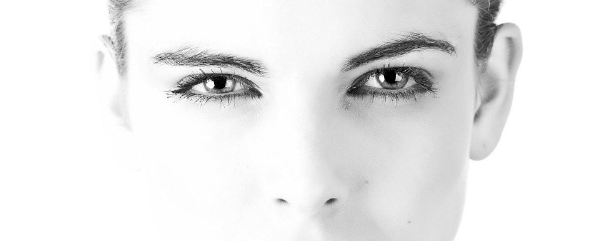 Saiba o que são as luzes que vemos ao coçar nossos olhos