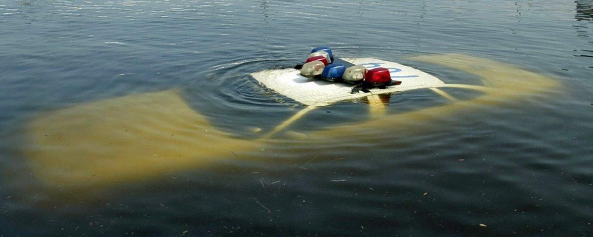 Caiu na água e não está dirigindo um carro-anfíbio? E agora?