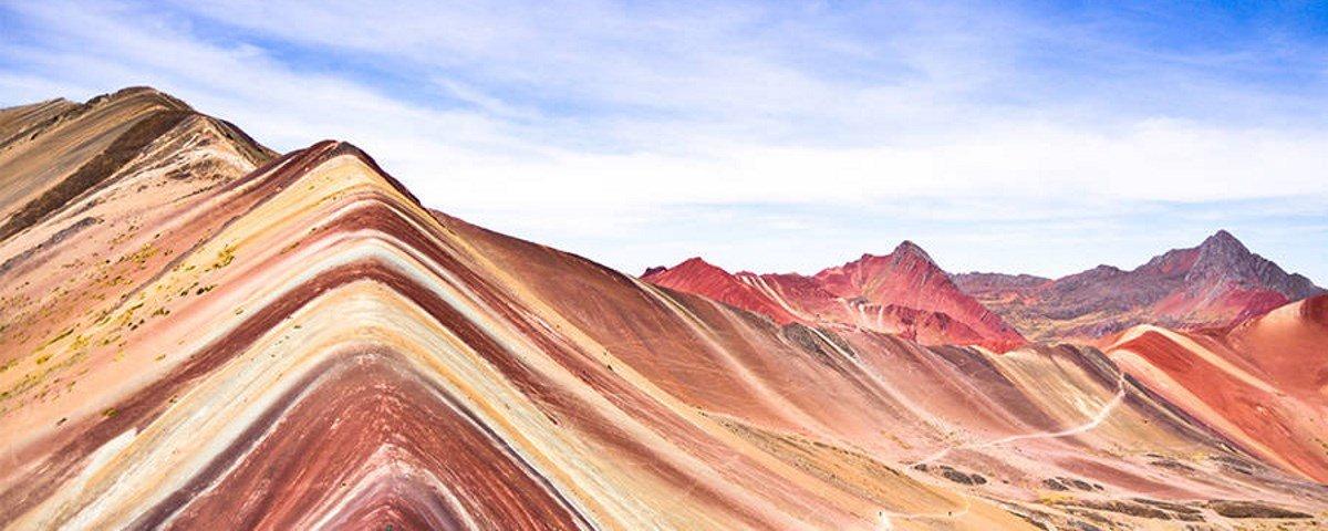 Vinicunca: a montanha arco-íris que atrai cada vez mais turistas ao Peru