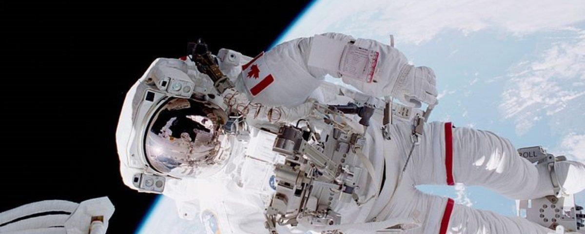 Um astronauta morreu no espaço, e agora?