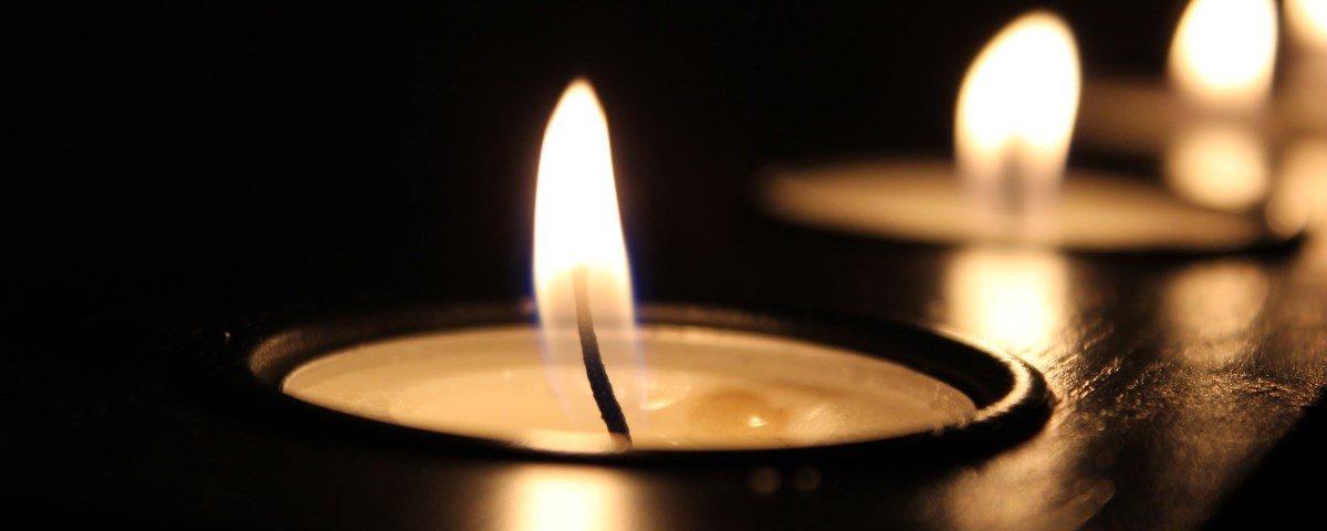 Pessoas estão usando um gás para apagar velas – e isso é uma péssima ideia
