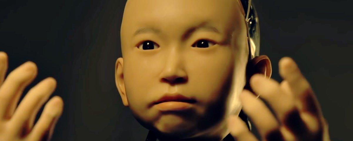 Assombroso: conheça o menino-robô que é tão encantador quanto medonho