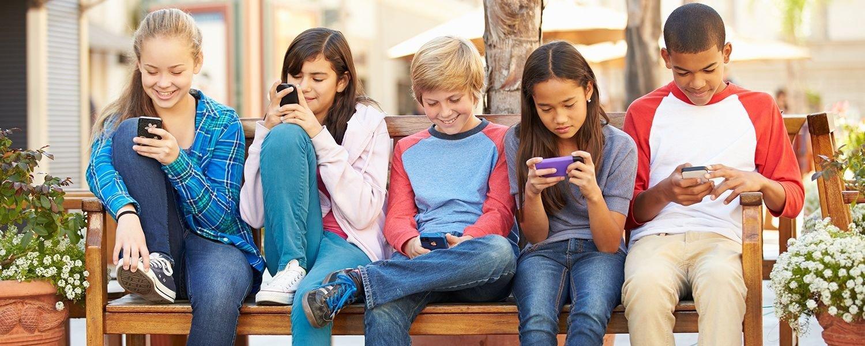 Jovens gostam mais de conversar por mensagens de texto do que pessoalmente