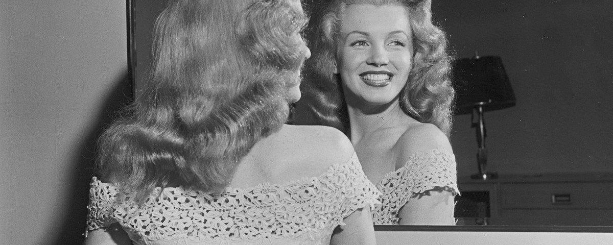 15 fotografias antigas revelam celebridades em momento únicos