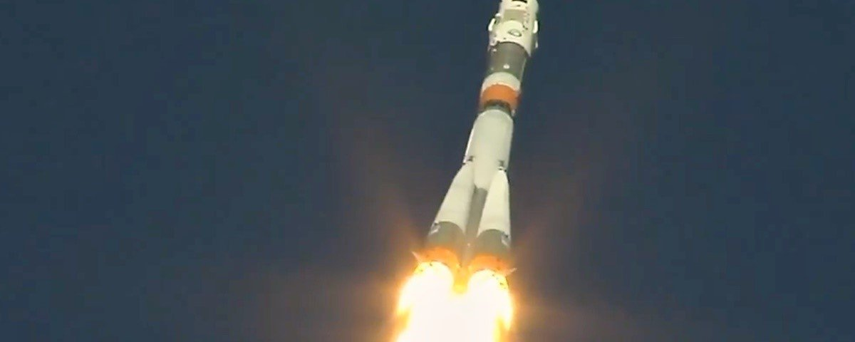 Astronautas que iam para Estação Espacial fazem pouso de emergência