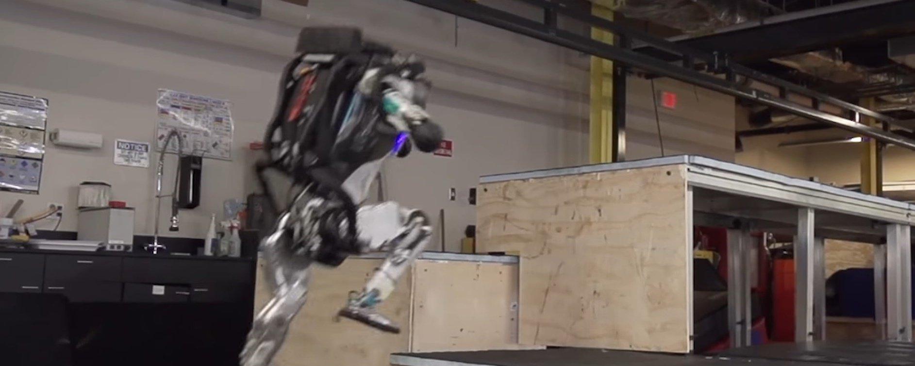 Atlas, o robô da Boston Dynamics, agora sabe fazer Parkour