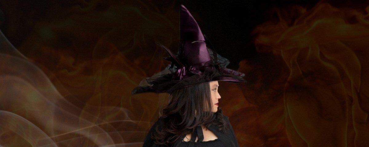 Por que relacionamos o chapéu pontudo a bruxas?
