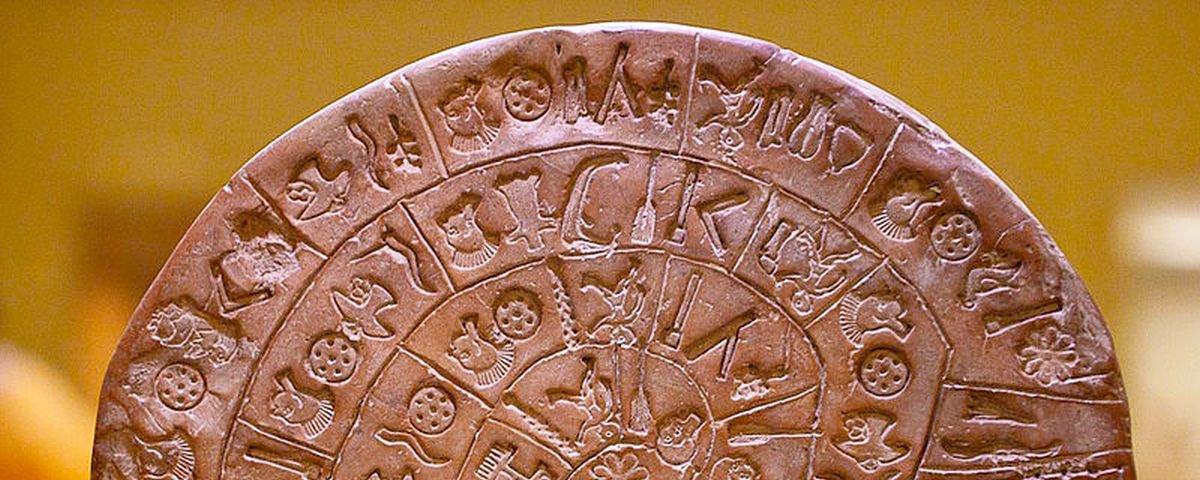 Disco com inscrições de 4 mil anos atrás ainda é mistério para arqueólogos