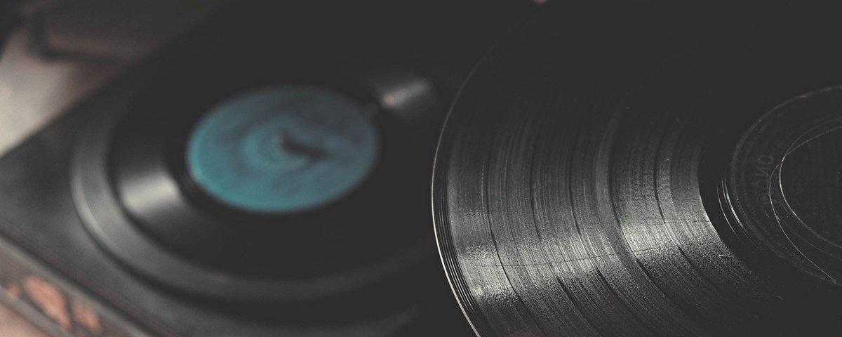 Russo cria montagens hilárias com capas de discos famosos