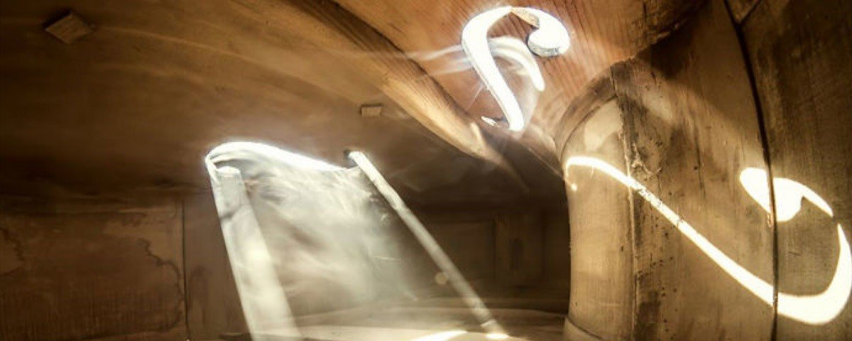 Incrível! Artista fotografa o interior de instrumentos musicais