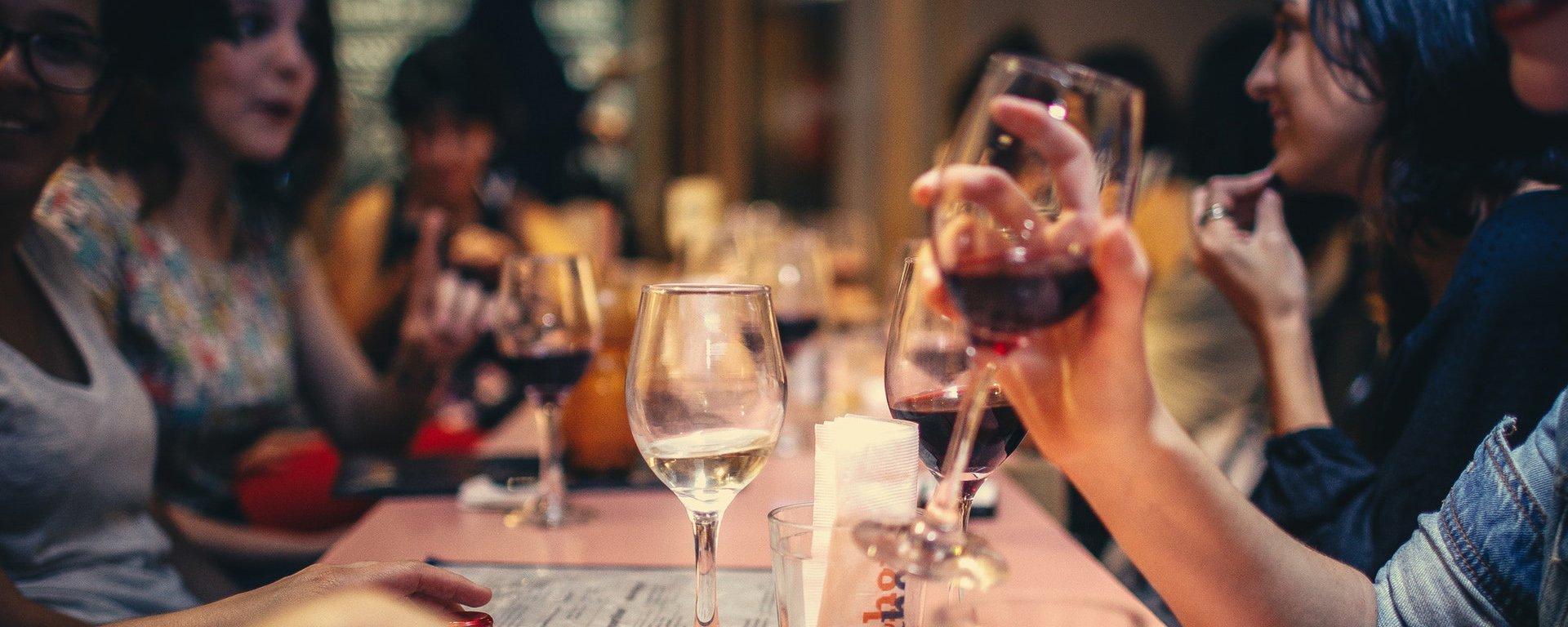 Tem Na Web - Pesquisa comprova que 1 taça de vinho por dia pode salvar vidas