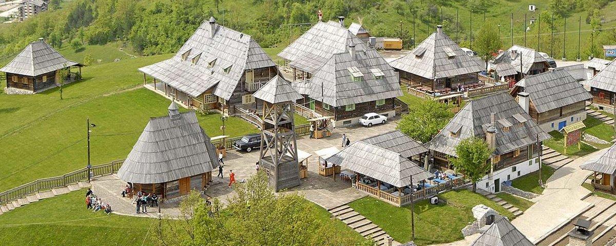 A cidade da Sérvia que é, na verdade, um grande set de filmagens