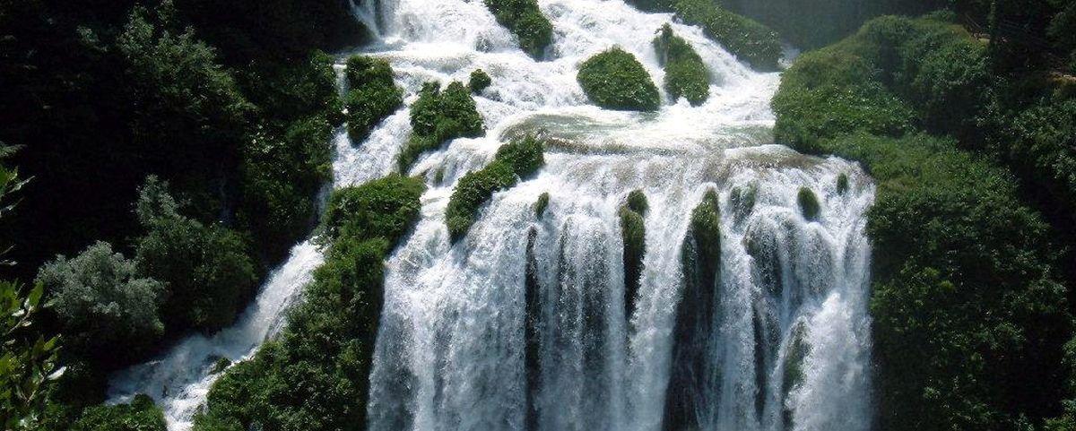Conheça a cascata artificial que encanta desde o Império Romano