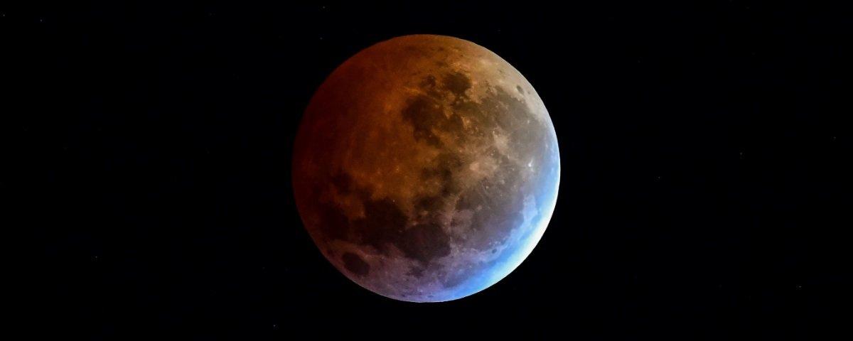 Descubra como os terraplanistas explicam os eclipses lunares totais