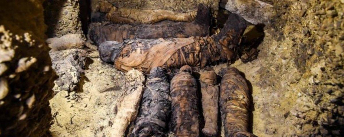 Tem Na Web - Você ficou sabendo da tumba contendo 50 múmias que foi descoberta no Egito?