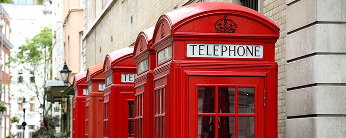 Sabia que a icônica cabine telefônica inglesa foi inspirada em um túmulo?