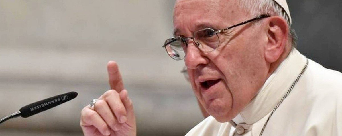 """Papa Francisco pede para jovens """"se libertarem do vício do celular"""""""