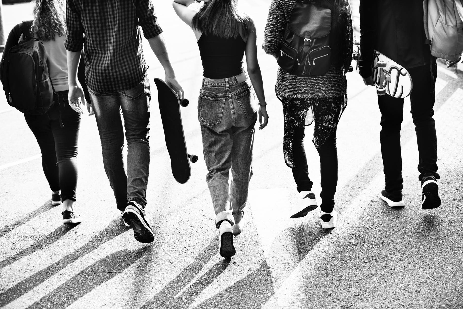Adolescentes são mais propensos a experimentar drogas no verão