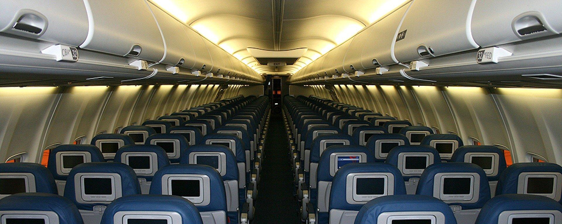 Vai viajar de avião? Saiba qual é a melhor poltrona para se sentar