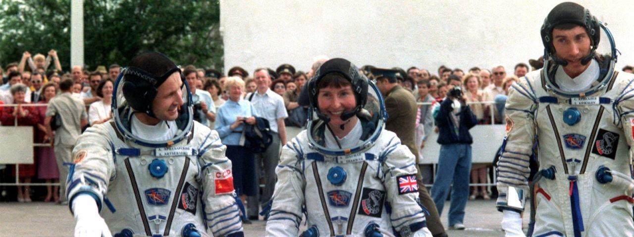 Aliens existem e podem estar aqui, diz ex-astronauta britânica