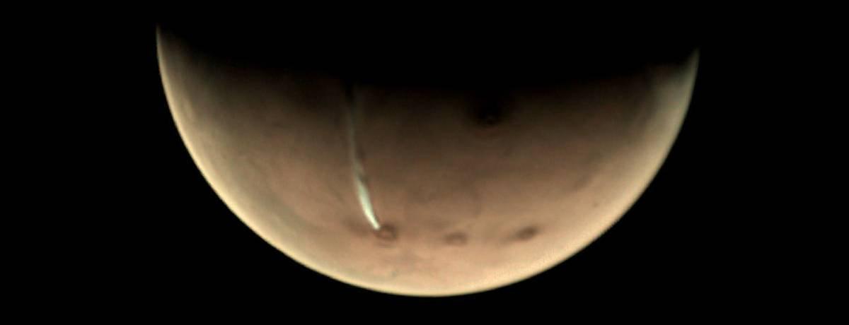 Nuvem gigantesca reaparece sobre vulcão de Marte