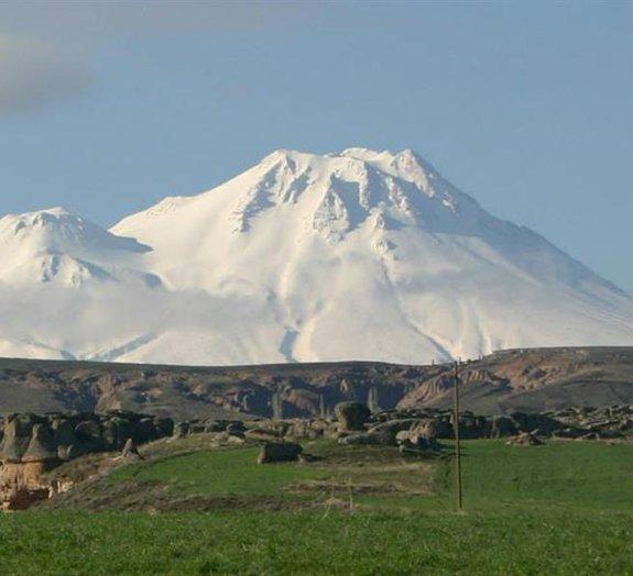 Mural criado há 9 mil anos representava erupções vulcânicas na Turquia