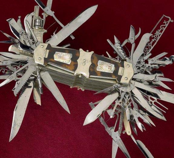 Canivete suíço do século 19 conta com 100 ferramentas e até um revólver!