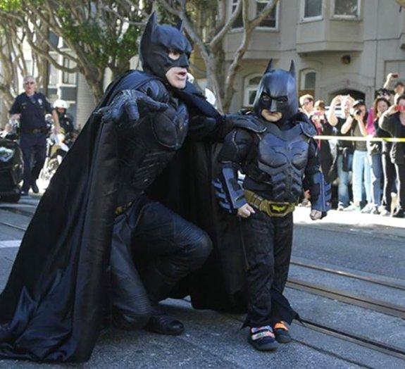 Não deixe de ver! Menino vira Batman por um dia e emociona o mundo todo