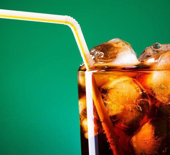 Pesquisadores propõem taxar refrigerantes em 20% para diminuir a obesidade