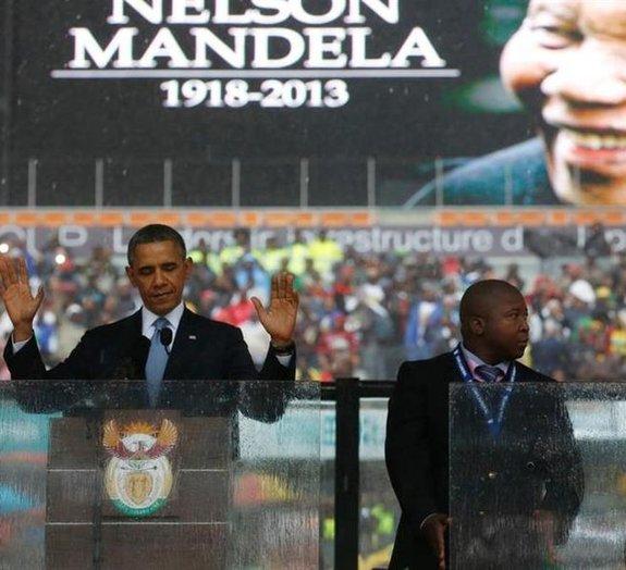 Intérprete para surdos do memorial de Mandela é acusado de inventar sinais