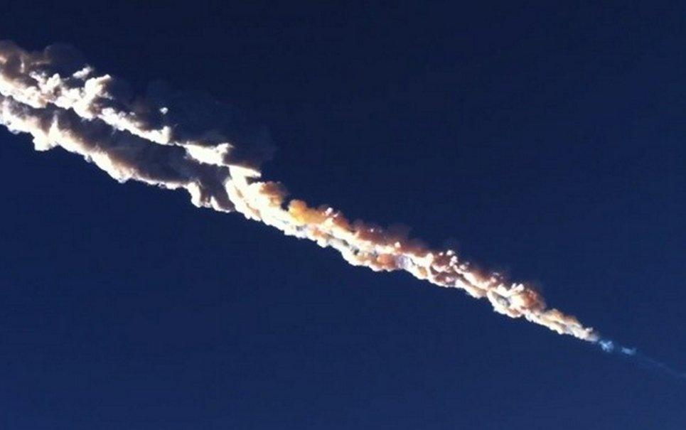 Vídeo mostra como o meteorito que caiu na Rússia foi sentido pela população