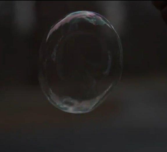 Fã de bolhas de sabão? Assista a como elas estouram em câmera superlenta
