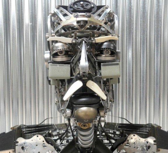 Artista transforma velhas máquinas de escrever em esculturas mecânicas