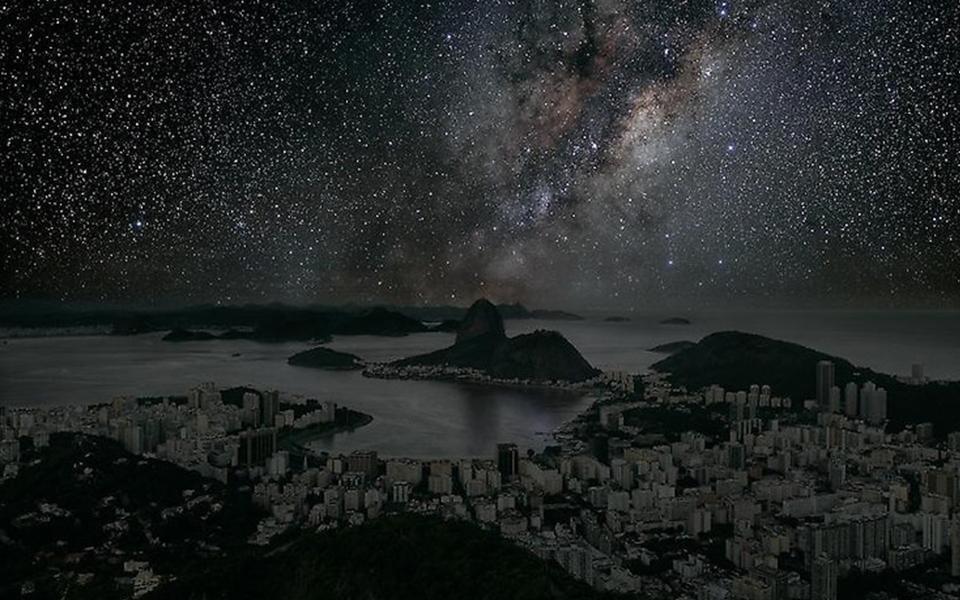 Veja como seria o céu das grandes cidades sem poluição luminosa