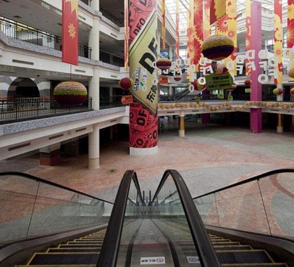 Um dos maiores shoppings do mundo é uma verdadeira cidade fantasma