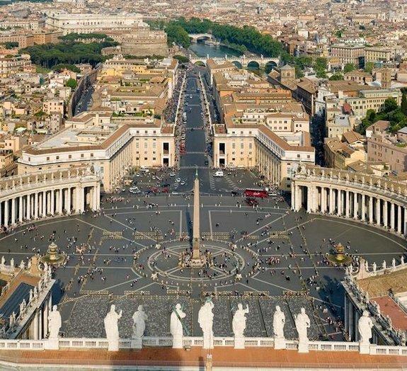 Como é escolhido o nome do Papa