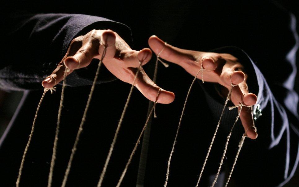 Aprenda 3 truques maquiavélicos utilizados pelos mestres da persuasão